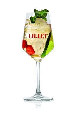 <b> Πρόταση σερβιρίσματος Lillet Vive: </b>  -5cl. Lillet Blanc -10cl. τόνικ  <b> Γαρνιτούρα: </b> 1 λεπτή φέτα αγγούρι, 1 φράουλα, 1 κλαδάκι μέντας  Σερβίρετε σε ποτήρι κρασιού LILLET Blanc, προσθέστ