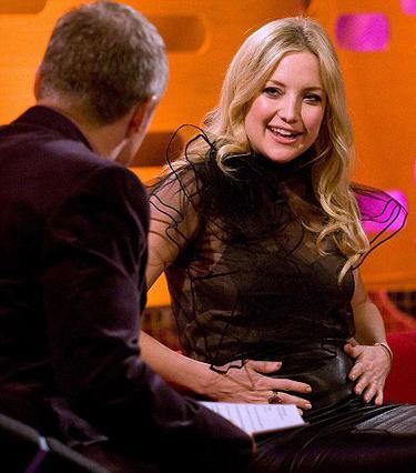 Η Κέιτ Χάντσον καμαρώνει  για την κοιλίτσα της  στο σόου του Γκράχαμ Νόρτον.