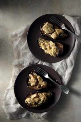 Μελιτζάνα γεμιστή με μαριναρισμένο κοτόπουλο και ταχίνι