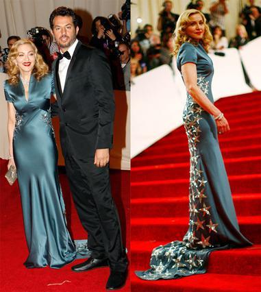Η Μαντόνα στο γκαλά της ΜΕΤ συνοδευόταν από τον μάνατζέρ της, Γκάι Όσερι.