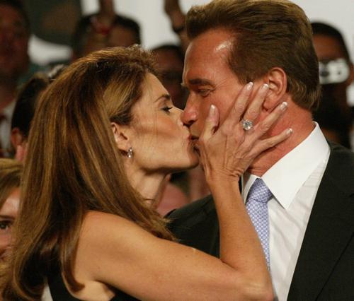 Ο Άρνι με τη Μαρία του σε παλιές στιγμές αγάπης (και προτού εκείνη μάθει τα κατορθώματά του)!