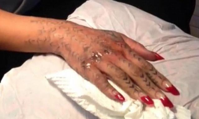 Ριάνα -κόκκαλο- χτυπάει τατού με καλέμι και σφυρί