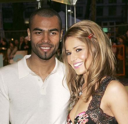 Η Σέριλ και ο -άπιστος- Άσλεϊ Κόουλ  ποζάρουν ευτυχισμένοι το 2006.  Σήμερα ετοιμάζουν τα χαρτιά  για το διαζύγιό τους.