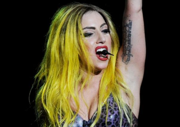 Άγιο είχε η Gaga δίπλα της και δεν έσπασε το κεφάλι της...