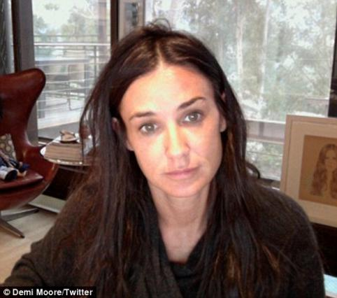 Δημοσιεύτοντας αυτή τη φωτογραφία στη σελίδα της στο Twitter εξήγησε στους φίλους της γιατί δεν πήγε στις Χρυσές Σφαίρες η Ντέμι. Το βασικό θέμα ήταν τα μαλλιά της!