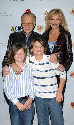 Ο Λάρι και η Σουόν Κινγκ με τους γιους τους, Τσανς και Κάνον.