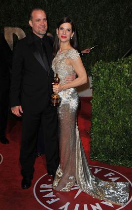 Η Σάντρα Μπούλοκ και ο Τζέσε Τζέιμς ευτυχισμένη μετά την τελετή  των Όσκαρ, λίγο πριν ξεσπάσει η μεγάλη... μπόρα!