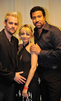 Η Νικόλ με τον Τζόελ Μάντεν και τον πατέρα της, Λάιονελ Ρίτσι. Ο διάσημος τραγουδιστής έκανε τα πάντα για να είναι ο γάμος  της κόρης του μοναδική.