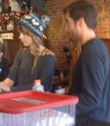 Η Τέιλορ και ο Τζέικ πήγαν  για ένα καφεδάκι στο Νάσβιλ  του Τενεσί και, όπως ήταν  φυσικό, δεν απέφυγαν τα φλας.