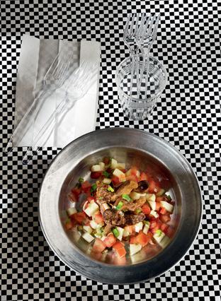 Σαλάτα με τηγανητό αρνάκι