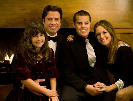 Η Οικογένεια Τραβόλτα σε πρόσφατες ευτυχισμένες στιγμές.