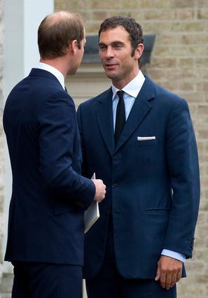 Ένας από τους νονούς του πρίγκιπας Γεώργιου, είναι ο Χιου βαν Κούτσεμ, ένας από τους παλιότερους και στενότερους φίλους του μπαμπά Γουίλιαμ.