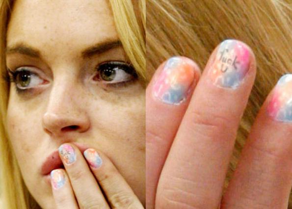 Όποιο και αν ήταν το σκεπτικό της,  δεν εκτιμήθηκε ιδιαίτερα η απόφαση  της Λίντσεϊ Λόχαν να γράψει  την έκφραση  F*** U  στο νύχι  του μεσαίου δάχτυλου του αριστερού  της χεριού. Γιατί άραγε;