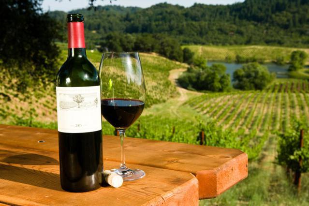 Το κρασί είναι στο τραπέζι