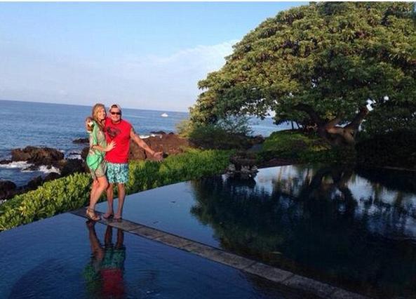 Στη Χαβάη έκανε πρόταστη γάμου ο Τσάρλι στη Μπρετ του. Η ώρα η καλή!!!