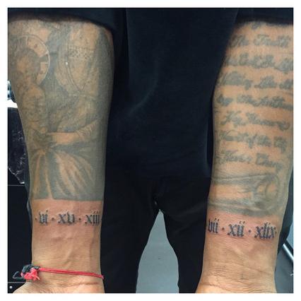 Η Κιμ εξηγεί τα νέα τατουάζ στα χέρια του Κάνιε