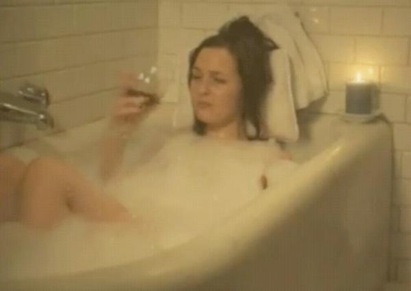 Μέσα στην μπανιέρα με ενα ποτήρι κρασί την έβγαζε η Κέιτ, όταν χώρισε με τον Γουίλιαμ!