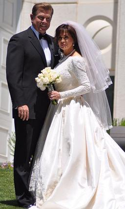 Η Μαρί Όσμοντ παντρεύτηκε τον Στιβ Κρεγκ 29 χρόνια μετά τον πρώτο τους γάμο, φορώντας το ίδιο (!) νυφικό.