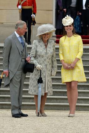 Η έγκυος Κέιτ με τα πεθερικά, Κάρολο και Καμίλα σε πρόσφατη επίσημη εκδήλωση.