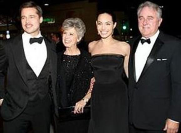 Σύσσωμη η οικογένεια Πιτ στην περιμέρα της ταινίας του Μπραντ.
