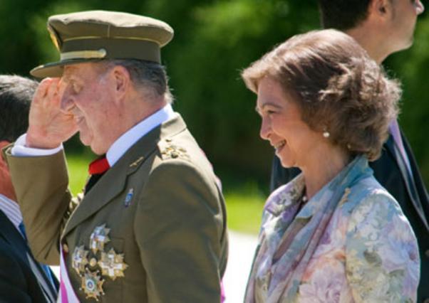 Η βασίλισσα Σοφία με τον σύζυγό της βασιλιά Χουάν Κάρλος στην επίσημη επίσκεψη τους στην Σανταντέρ το περασμένο Σάββατο.
