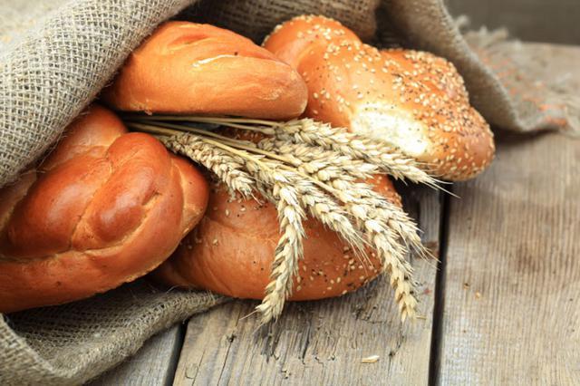 Φτιάξε γιορτινό ψωμάκι μόνη σου