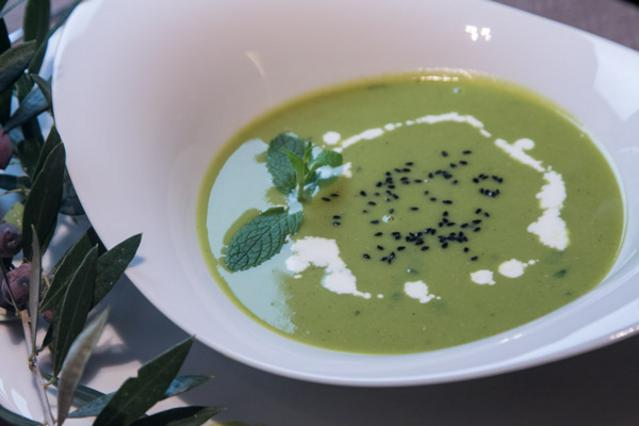 Σούπα με αρακά, μπέικον και μέντα αλά Pandespani
