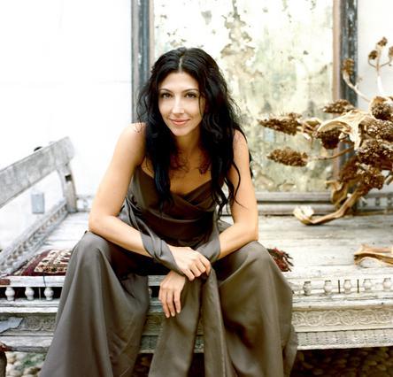 Νίτσα Μελά:  Ψάχνω τρόπο να έρθω στην Ελλάδα