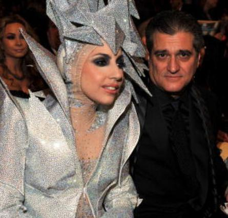 Υπεύθυνο για την επιτυχία της θεωρεί τον πατέρα της η Gaga και γι' αυτό τον λόγο του δίνει το 50% όσων κερδίζει.