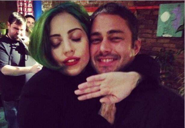Lady Gaga: αγκαλίτσες και φιλάκια με το αγόρι της