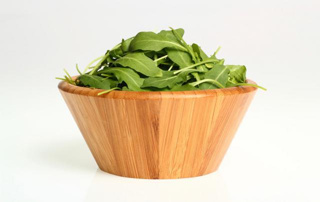 Σαλάτα με ρόκα, σαγουίνι & κουκουνάρι: αφροδιασιακή