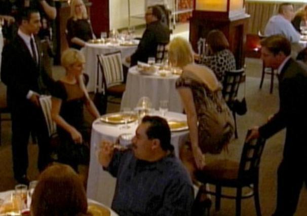 Η παρουσία της Πάρις και της  φίλης στο  Hell's kitchen  του Γκόρντον Ράμσεϊ έκανε,  όπως ήταν φυσικό, πολλά  κεφάλια να... γυρίσουν.