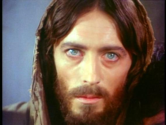 Στην Κρήτη ο «Ιησούς» ποζάρει αγκαλιά με νεαρή ηθοποιό (φωτο)