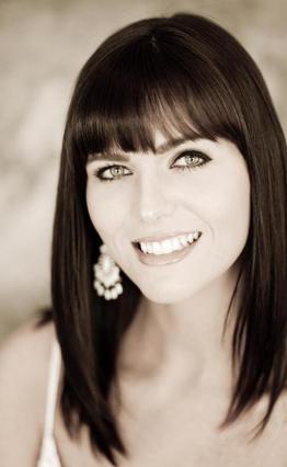 Η Σαμάνθα Μπουρκ σε φωτογραφία που δημοσιεύει η ίδια στην  προσωπική της ιστοσελίδα,  όπου δηλώνει  μοντέλο, ηθοποιός  και νέα μητέρα .