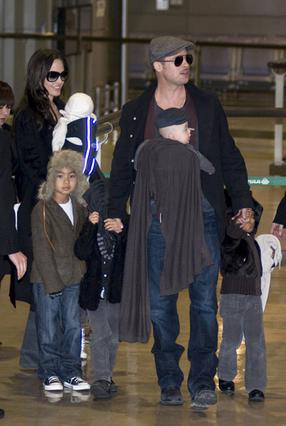 Η οικογένεια στην πρόσφατη επίσκεψη της στο Τόκυο για την προώθηση της ταινίας του Πιτ.