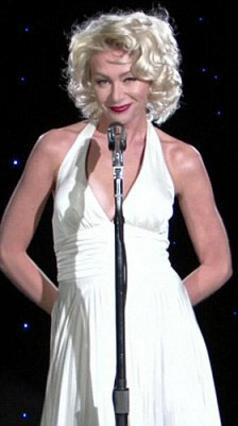 Ως άλλη Μέριλιν, η Πόρσια ντε Ρόσι τραγούδησε το  Happy Birthday  στην αγαπημένη της σύζυγο που έγινε 53 χρονών.