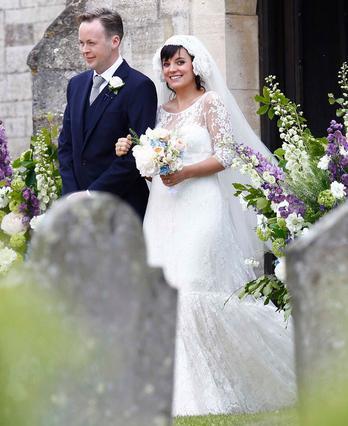 Τον Ιούνιο, η Λίλι παντρεύτηκε τον αγαπημένο της Σαμ Κούπερ. Ήταν ήδη έγκυος και πολύ ευτυχισμένη!