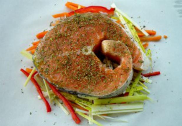 Σολομός με αρωματικά και λαχανικά αλά Pandespani