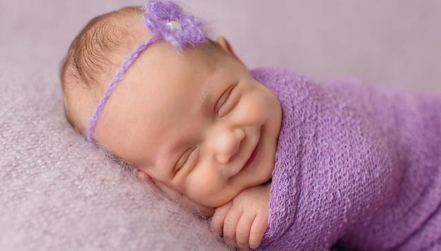 <p>Ότανξεκίνησε να ασχολείται με τη φωτογραφία των νεογέννητων παρατήρησε πως κατά τη διάρκεια του ύπου έσκαγαν χαμογελάκια που την έκαναν να... λιώνει. Κι εδώ που τα λέμε ποιός δε λιώνει με αυτ
