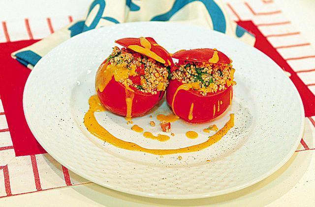 Γεμιστές ντομάτες με αρωματικό πλιγούρι