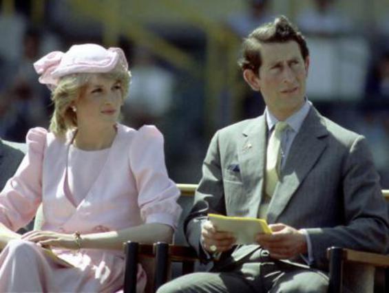 Ο πρίγκιπας Κάρολος και η Νταϊάνα το 1983. Ακόμη και αν δεν το δικαιούνταν τυπικά, η Νταϊάνα υπήρξε πάντα πριγκίπισσα στο μυαλό και την καρδιά των Βρετανών.