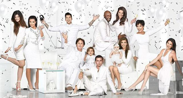 H οικογένεια Καρντάσιαν σε πλήρη απαρτία για τη Χριστουγεννιάτικη κάρτα του 2012