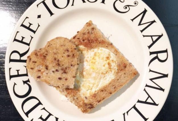 Έτσι φτιάχνει τηγανητά αυγά η Μαρί Σαντάλ