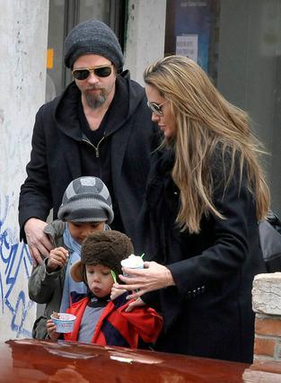 Στο τελευταίο ταξίδι της οικογένειας στη Βενετία υπήρξαν αρκετές  φωτογραφίες τους. Δύο τα τεινά:  ή εκείνοι δεν κρυβόταν τόσο πολύ ή οι παπαράτσι ήταν πιο τυχεροί!