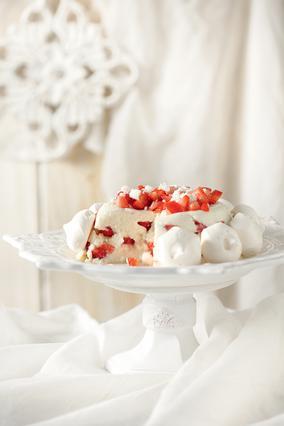 Σαρλότ φράουλας με μαρέγκες