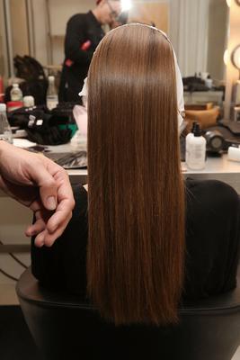 <p>Και όμως η νέα σεζόν μας χαρίζει&nbsp;άπειρες δυνατότητες να δώσουμε υπέροχο στιλ στα μακριά μαλλιά μας χωρίς καθόλου κόπο! Παρακάτω θα βρεις τους 4 πιο εύκολους και γρήγορους τρόπους να δημιουργήσ
