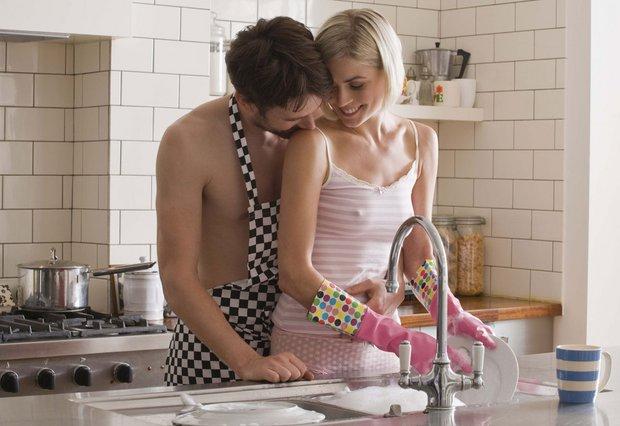 Θες πικάντικο σεξ; Φέρε το κρεβάτι στην κουζίνα!
