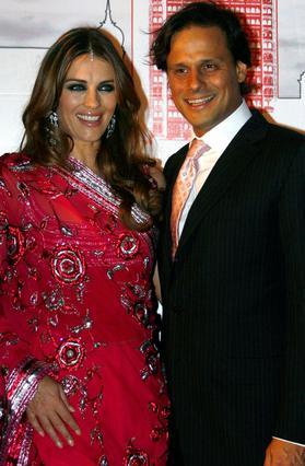 Ο γάμος της Ελίζαμπεθ Χάρλεϊ με τον Ινδό επιχειρηματία Αρούν Ναγιάρ τελείωσε άμεσα μόλις εμφανίστηκε στο προσκήνιο ο Αυστραλός Σέιν Γουορν.
