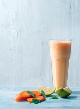 Σμούθι με καρότο, ανανά, βασιλικό και μοσχολέμονο