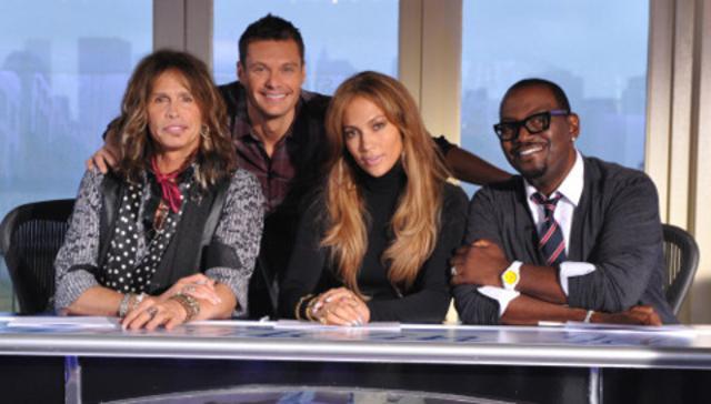 Η Jlo μαζί με τους υπόλοιπους κριτές του  American Idol !